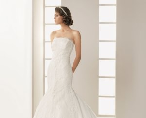 what jewelry to wear with lace wedding dress best up now On jewelry to wear with lace wedding dress